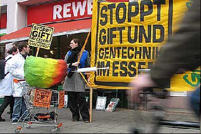 Pestizidbelastung bei Rewe & Co.: Mehr Gift fürs Geld