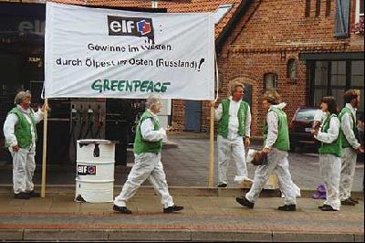 Protest gegen den Ölkonzern Elf