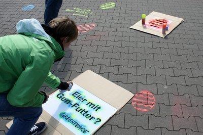 Protest bei Lidl: Nein zu Gentechnik-Futter!