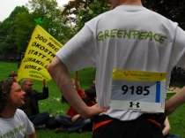 Erwachsene bei Greenpeace Hannover